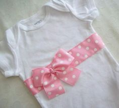 Baby Girl Onesies Crafts 19 Ideas For 2019 Toddler Outfits, Kids Outfits, White Bodysuit, Baby Sewing, Sew Baby, Little Girl Dresses, Baby Patterns, Diy Clothes, Baby Dress