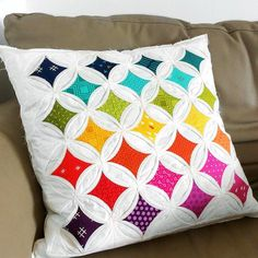 This amazing %%KEYWORD%% is absolutely a magnificent design alternative. Longarm Quilting, Quilting Tips, Hand Quilting, Machine Quilting, Quilting Projects, Cathedral Window Quilts, Quilt Storage, Types Of Stitches, Missouri Star Quilt