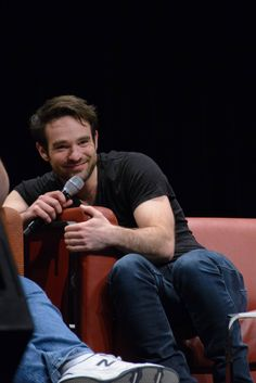 Charlie Cox It Calls Me Bowsic : Photo
