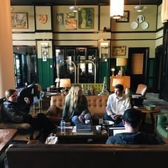 世界規模でみても、カフェの激戦区でもある街ニューヨーク。皆さんは訪れたことがありますか?本記事では、ニューヨークの中でも人気のカフェをご紹介します。1、セレンディピティ3O.💖さん(@oliviawvnders)が投稿した写真-20166月85:20午後PDTブティックのようなお洒落な外観が特徴的です。下記にリンクを掲載する、店舗のサイトもとってもキュート♪トム・クルーズなどの海外セレブもお忍びでやってくるという、超有名店です。tmgさん(@tmg.365)が投稿した写真-20166月12:09午後PDTこちらの人気メニューは「フローズンホットチョコレート」です。また、世界で一番高額なハン..