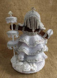 Amigurumi - Oxalá no Elo7 | TAIARA FREITAS (C50F9B) Crochet Crafts, Crochet Dolls, Free Crochet, Orishas Yoruba, Black Mermaid, Cute Tattoos, Fashion Dolls, Crochet Patterns, Barbie