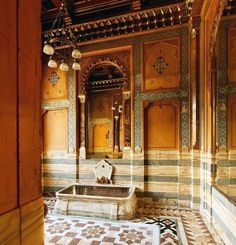 L'hôtel particulier de la Païva. La salle de bains mauresque. Elle est revêtue d'onyx dans sa partie basse tout comme la baignoire qu'elle renferme