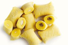 Frische Gnocchi gefüllt, handgemacht – mit Erdäpfeln, ohne Ei.  Diese Gnochi sind durch die Beimengung von Kartoffeln ein flaumiger Traum mit köstlicher Pilragout Füllung oder 4-Käse-Mischung.