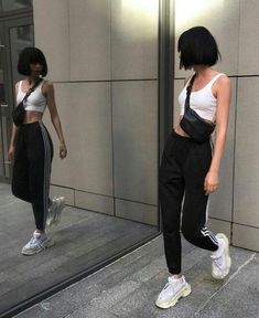 15 Poses para recuperar tu confianza si eres insegura streetwear supreme hypebeast mens fashion fashion s Look Fashion, Korean Fashion, Fashion Models, Fashion Outfits, Womens Fashion, Fashion Trends, Ladies Fashion, Fashion Night, Fashion Lookbook