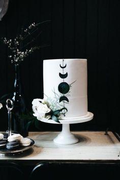 Witch Wedding, Pagan Wedding, Moon Wedding, Celestial Wedding, Dream Wedding, Black And White Wedding Cake, Black Wedding Cakes, Cake Wedding, Purple Wedding