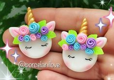 Applique in porcelain. Cute Polymer Clay, Fimo Clay, Polymer Clay Projects, Polymer Clay Charms, Polymer Clay Creations, Clay Crafts, Diy And Crafts, Unicorn Cupcakes, Unicorn Crafts