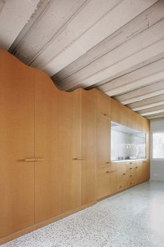 MDF storage walls contain kitchens and bathrooms in the El Guateque apartments, designed by Adrià Escolano and David Steegmann in Barcelona. Barcelona Apartment, Self Build Houses, Cosy Interior, Island Design, Mdf Wood, Apartment Design, Open Plan, Second Floor, Ground Floor