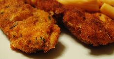Breaded chicken fingerlings are fried and served with a zingy horseradish mayonnaise. Chicken Tenders Healthy, Paleo Coconut Chicken, Fried Chicken Tenders, Garlic Butter Chicken, Breaded Chicken, Chicken Strip Recipes, Chicken Tender Recipes, Chicken Strips, Chicke Recipes