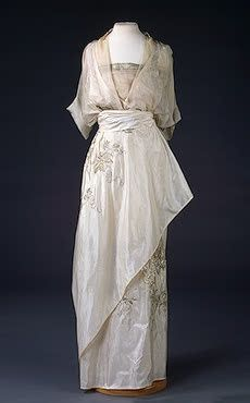 ~Evening Dress N.P. Lamanovas Workshop, Moscow Russia. 1910s Silk and metal thread; embroidered.~