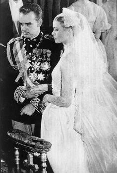 Grace Kelly and Prince Rainier III of Monaco. Love this picture for Princess Grace Kelly. Celebrity Wedding Photos, Celebrity Wedding Dresses, Celebrity Weddings, Wedding Gowns, Wedding Ceremony, Church Ceremony, Civil Ceremony, Wedding Veil, Formal Wedding
