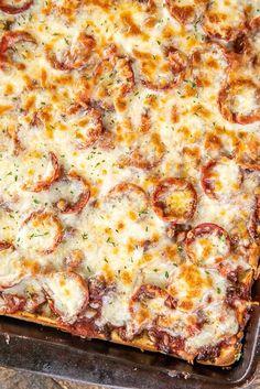 Naan Pizza, Crust Pizza, Pizza Pizza, Pizza Dough, Biscuit Pizza, Pizza Snacks, Veggie Pizza, Pizza Recipes, Dinner Recipes