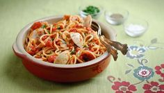 Nigella's spaghetti vongole recipe can be a store cupboard staple if you decide to use a jar of clams. But go for fresh if you can! Easy Pasta Dishes, Food Dishes, Food Food, Spaghetti Vongole, Clams, Fish And Seafood, How To Cook Pasta, Pasta Recipes, Dishes Recipes