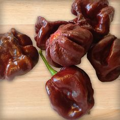 The 7 Pot Brown is a relatively new variation on the original Trinidad 7 Pot superhots. Ripe pods are brown in color, with the white internal membrane.
