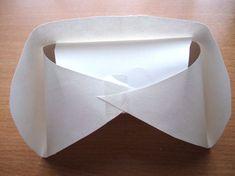 ナースキャップの作り方 ③反対向きにし、三つの部分を合わせセロテープで止めます。
