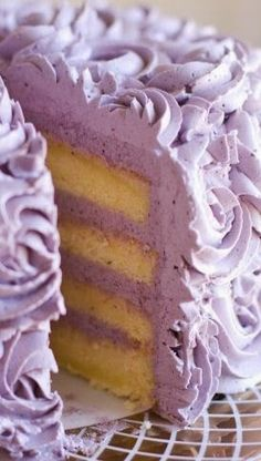Lemon Layer Cake with Blueberry Lavender Buttercream (girl cupcakes buttercream icing) Just Desserts, Delicious Desserts, Yummy Food, Mein Café, Cherry Blossom Cake, Lilac Blossom, Lemon Layer Cakes, Lemon Cakes, Coconut Cakes