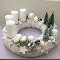 Christmas Advent Wreath, Christmas Vases, Christmas Candle Holders, Rustic Christmas, Christmas Home, Christmas Crafts, Felt Decorations, Christmas Decorations, Couronne Diy
