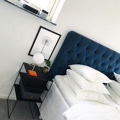 #mulpix Så snyggt med en blå sänggavel! Bild hemifrån fina @elma_ahlin   #bed  #bedroom  #sänggavel  #sovrum  #bäddning  #inredningslisa  #inredning  #interior  #interiør   #interior4all  #interior123  #nordicinterior  #instahome  #roomforinspo