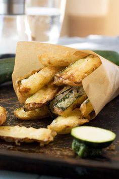 Easy zucchini fries (with light and crispy tempura batter) - Scrummy Lane Vegan Recipes Videos, Veggie Recipes, Healthy Recipes, Zoodle Recipes, Yummy Recipes, Marrow Recipe, Tempura Recipe, Tempura Batter, Zucchini Fries