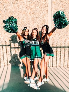 Cute Cheer Pictures, Cheer Picture Poses, Cheer Poses, Bff Pictures, Best Friend Pictures, Friend Photos, Picture Ideas, Photo Ideas, Nike Internationalist