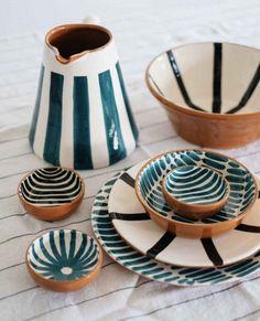 Ceramic Plates, Ceramic Pottery, Pottery Art, Ceramics Pottery Mugs, Painted Ceramics, Slab Pottery, Pottery Painting Designs, Pottery Designs, Pottery Ideas