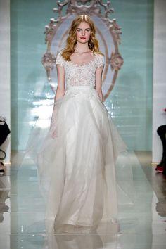 ロマンティック派花嫁におすすめの『リーム・アクラ(REEM ACRA)』のドレスに注目!