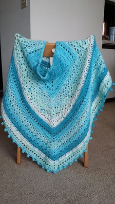 Crochet triangle shawl pattern