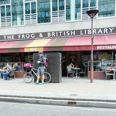 #brexit ? How to eat this frog ? #ourplanetdaily #seemyparis #igerparis #paris #parismonamour #loveparis #parisian #bike #bikelove #streetfashion #streetphotography #streetphoto #british #library #britishlibrary #frog #beautifuldestinations #wonderful_places #reading
