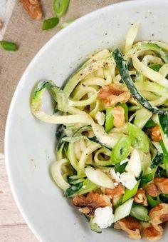 Vegetaische Zucchininudeln mit Walnüssen und Feta