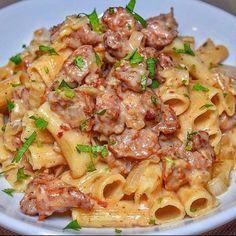 """1,346 Me gusta, 30 comentarios - 📍Recetas saludables 🍜🍎 (@_recetas_saludable_) en Instagram: """"Que antojos de una pasta así🤤😍  ¿Para tu gusto que me hace falta😳? Comenta👇  Creditos:…"""" Pasta Recipes, Crockpot Recipes, Healthy Recipes, Food Hunter, Italian Sausage Pasta, Beef Stroganoff, Rigatoni, Mozzarella, Food Porn"""