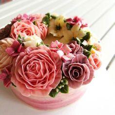 Rose. #buttercreamflowers #butterblossom #flowerinstagram #flowercake #flowerkorea #koreaflowercake #cakeinspiration #wiltoncakes