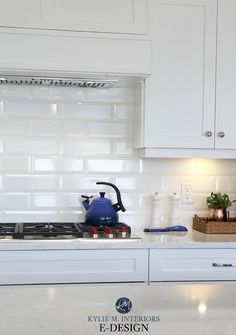 4 Subway Tile Ideas for Your Kitchen Backsplash and Bathroom - - 4 Tips & Ideas to Jazz Up a Simple Subway Tile As far back as the early subway tile has been a top choice for tiled surfaces. Well, there are a few reasons. Subway tile is. White Beveled Subway Tile, White Subway Tile Backsplash, Backsplash For White Cabinets, Blue Backsplash, Backsplash Ideas, Tile Ideas, Kitchen Cabinets, Backsplash Design, Blue Cabinets