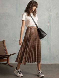 Pixie Market Plaid Pleated Midi Skirt skirt midiskirt shopthelook outfits looks classystyle minimalstyle 420734790186585884 Casual Skirt Outfits, Mode Outfits, Fashion Outfits, Long Skirt Outfits For Summer, Midi Skirt Casual, Casual Skirts, Dress Outfits, Winter Outfits, Look Fashion
