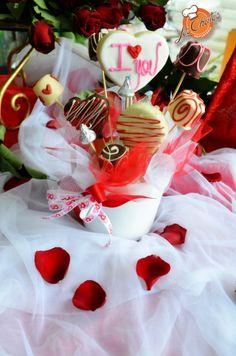 Arreglo dulce corazón, con galletas, chocolates, mimosas y bombones