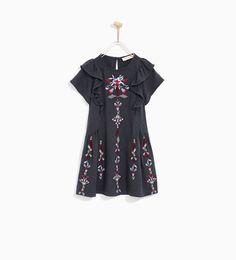 画像 2 の DRESS WITH FLORAL EMBROIDERIES AND FRILL ザラから