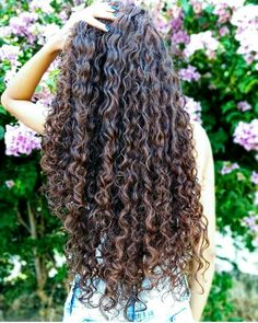 90 easy hairstyles for naturally curly hair - Hairstyles Trends Curly Hair With Bangs, Long Curly Hair, Curly Hair Styles, Natural Hair Styles, Permed Hairstyles, Hairstyles With Bangs, Frizz Free Hair, Crimped Hair, Tips Belleza