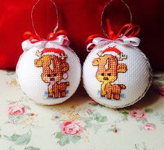 Palline per albero di natale ricamate a punto croce, renne - cross stitch, Christmas decorations, reindeers - boules de noël, point de croix, rennes