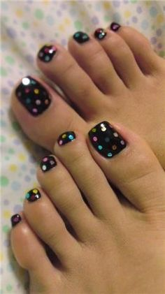 Polka Dot Toe Nail Art Design