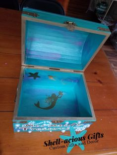 Mermaid treasure chest made to order Medium Personalized with pearl accents gold vinyls in interior three styles available Wooden Box Crafts, Painted Wooden Boxes, Cigar Box Art, Cigar Box Crafts, Treasure Boxes, Treasure Chest, House Party Decorations, Altered Cigar Boxes, Seashell Crafts