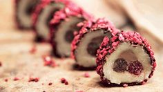 Marcipankonfekt m. Christmas Sweets, Christmas Cooking, Christmas Goodies, Christmas Candy, Marzipan, Sushi, Christmas Preparation, Danish Food, Homemade Candies