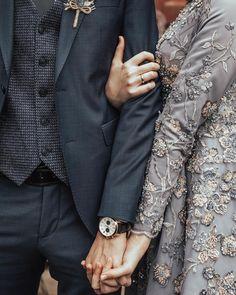 Görüntünün olası içeriği: bir veya daha fazla kişi Muslim Couple Photography, Wedding Photography Poses, Wedding Poses, Wedding Photoshoot, Wedding Couples, Babies Photography, Wedding Ideas, Wedding Bride, Wedding Details