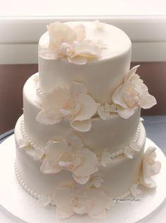 Hääkakku valkoisin orkideoin  Wedding Cake with white orchids