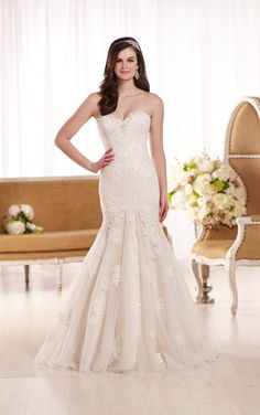 D1900 Classic Lace Wedding Dress by Essense of Australia