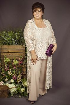 Mother Of The Bride Pants Suits Laced Jackets Tops Plus Size 20 22 24 26 , Source by of the bride dresses Mother Of The Bride Plus Size, Mother Of The Bride Suits, Mother Of Bride Outfits, Mother Of Groom Dresses, Mothers Dresses, Looks Plus Size, Feather Dress, Mom Dress, Bride Gowns