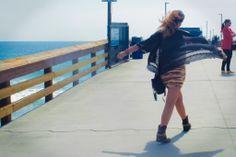 Vica | #OddCatrina #ElAjuar Blanco: falda estampada High Street: blusa con flecos Topshop: kimono jacket Frye: low-cut country boots