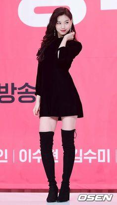 """[📸] Doyeon at 'Get It Beauty press conference Kpop Girl Groups, Korean Girl Groups, Kpop Girls, Snsd, Kim Doyeon, Korean Actresses, Most Beautiful Women, South Korean Girls, Girl Crushes"