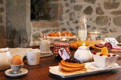 Petit-déjeuner maison, pancakes et oeuf