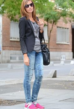 A sporty pink touch http://www.elblogdesilvia.com/2014/09/StreetStyle-touch-sport-pink-Blogdemoda.html