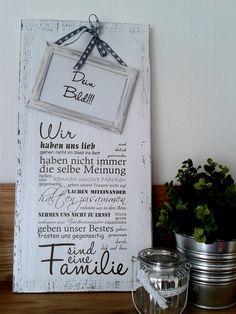 """Weißes Holzschild mit der Beschriftung """"Wir.... sind eine Familie""""  Es ist ein schönes Geschenk zur Hochzeit, aber auch als Mitbringsel zu Familienfeiern oder Geburtstagen macht es durchaus etwas...                                                                                                                                                                                 Mehr"""