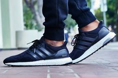 On-Foot Look // adidas Ultra Boost Black/White Look Adidas, Black And White Shoes, Triple Black, Best Blogs, Clearance Shoes, Adidas Sneakers, Kicks, Mens Fashion, The Originals