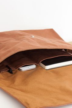 Strawfoothandmade.com. Lined Shoulder Bag- Chestnut